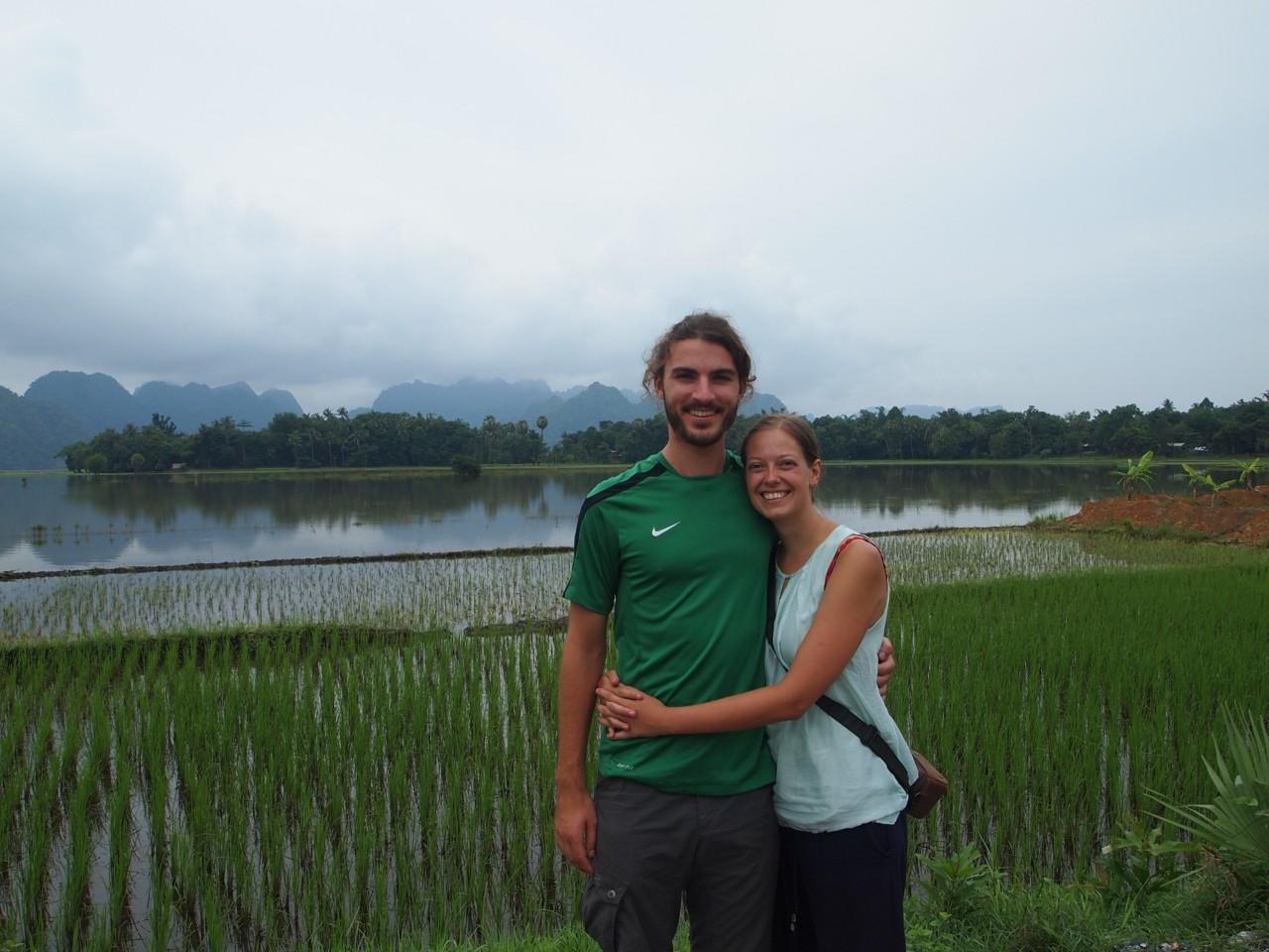 Kurzer Halt vor einen der vielen Reisfeldern