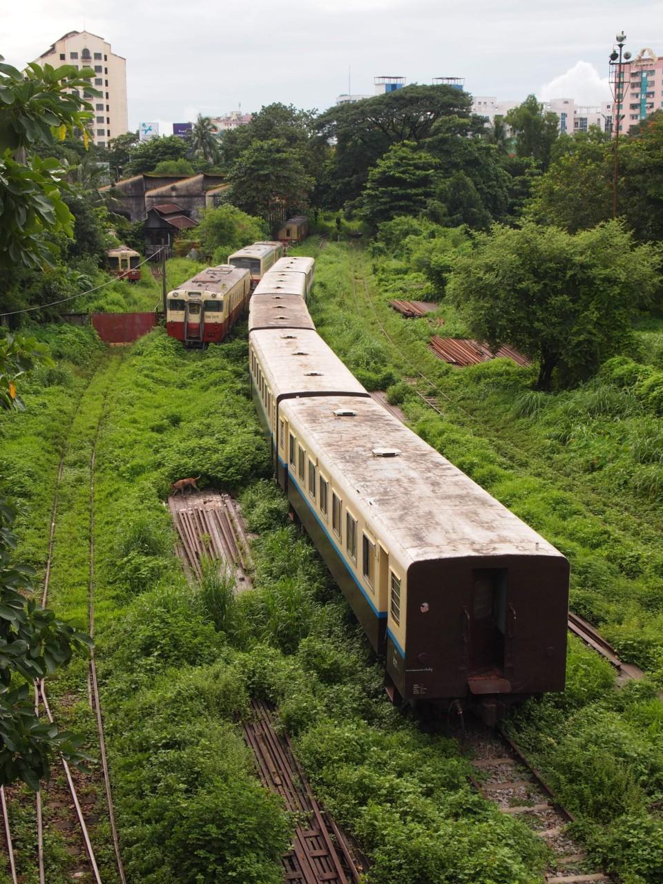 Der Circle-Train fährt einmal in drei Stunden um Yangon und ein Ticket kostete ca. 17 Cent pro Person.