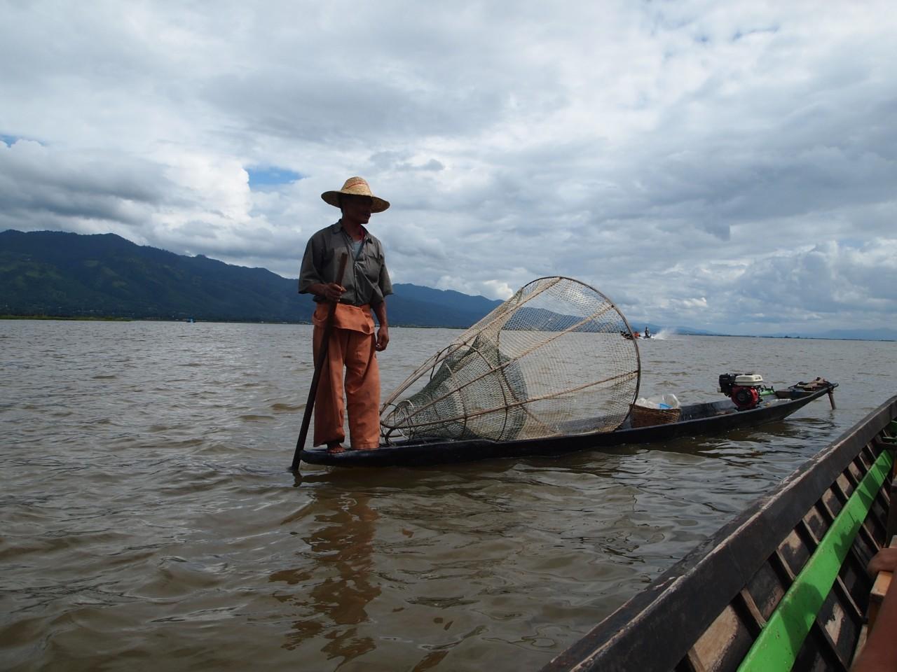 Fischer auf dem Inle-See der nur das englische Wort money kannte.