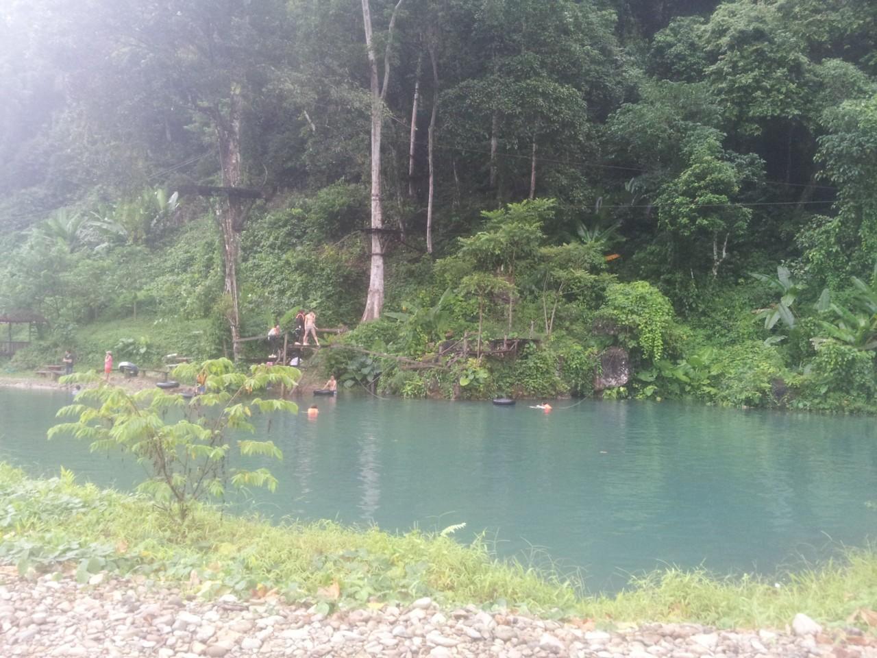 Blue Lagoon 3. Eine von drei blauen Lagunen in der Umgebung von Vang Vieng. Das Wasser ist sehr erfrischend.