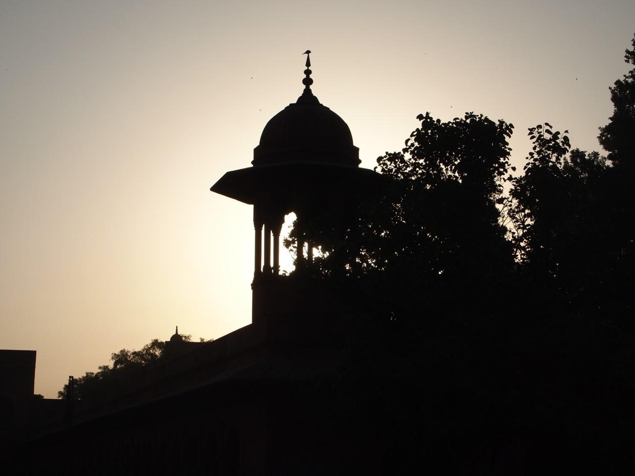 Sonnenaufgang im Vorgarten des Taj Mahal