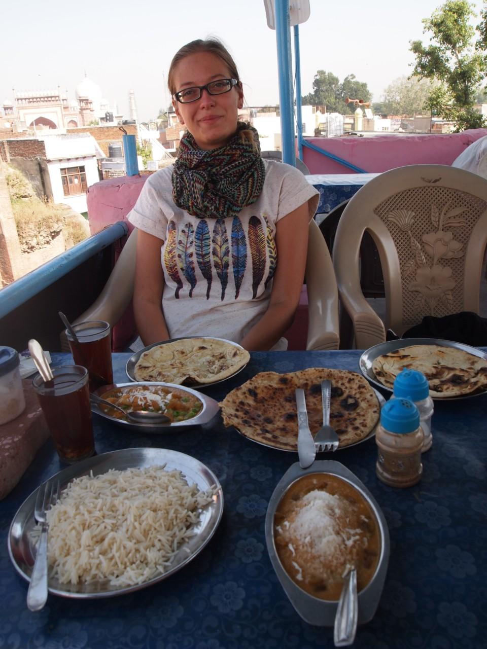 Günstiges, viel leckeres Essen und ein schöner Ausblick auf das Taj Mahal. Was will man mehr?