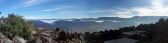 Ausblick von los Vahos. Xela (wie Quetzaltenango in Kurzform genannt wird) liegt im Nebel verborgen.